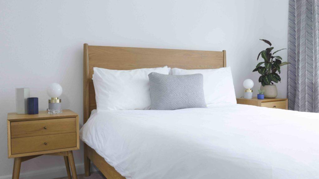 Mid-century blue bedroom interior design idea