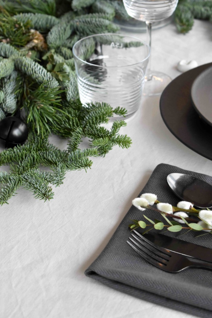 Into the wood Christmas table + giveaway