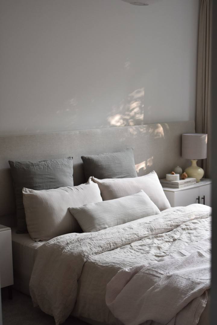 Mediterranean minimal bedroom